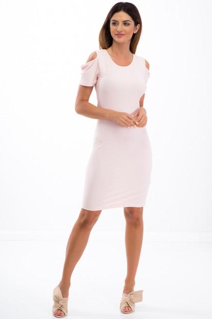 Štýlové, lososové, letné šaty s odhalenými ramenami.