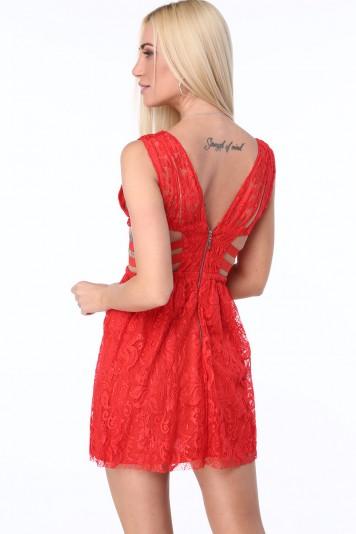Červené dámske šaty s elastickými pásmi na bokoch