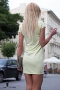 Elegantné mini citrónové šaty s výstrihom v tvare V