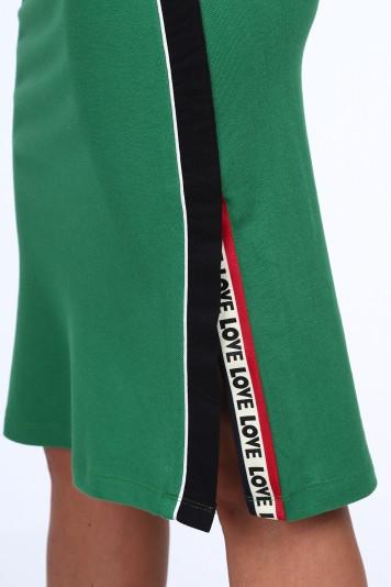 Zelená dámska sukňa s dekoratívnym pruhom na boku