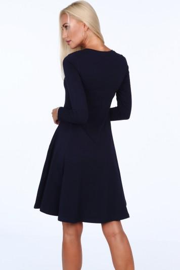 Tmavomodré dámske šaty s okrúhlym výstrihom