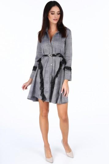 97910d663 Tmavomodré dámske kockované šaty s dekoratívnou čipkou ...