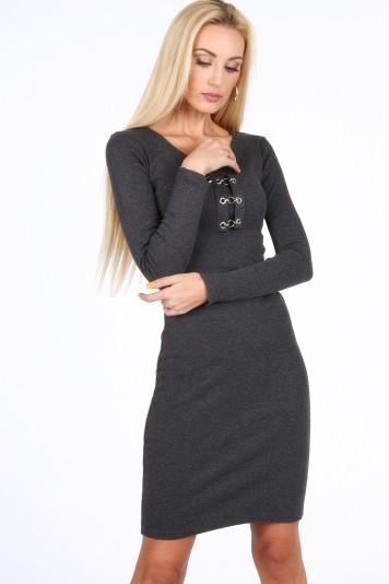 Moderné šaty s dekoratívnymi prvkami vo výstrihu, šedé