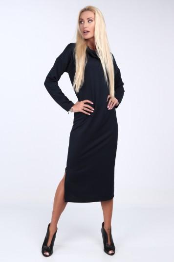Tmavomodré šaty so širokým golierom