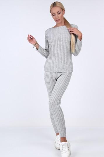 Pletený komplet vo výraznej sivej farbe