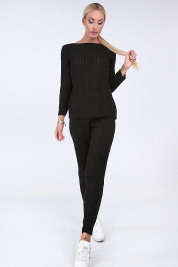 Pletený komplet vo výraznej čiernej farbe