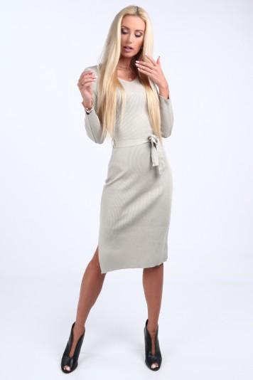 Svetrové šaty s výstrihom tvaru V, béžové