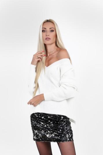 Moderný, štýlový sveter s výstrihom tvaru V, krémový