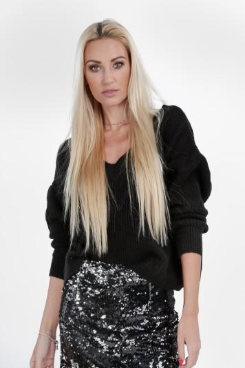 Moderný, štýlový sveter s výstrihom tvaru V, čierny