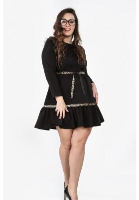 Czarna sukienka Plus Size z falbaną na co dzień B09