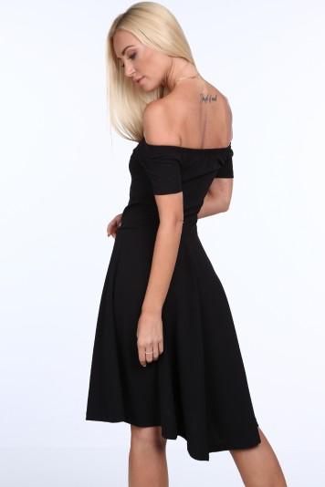 Čierne dámske šaty so španielskym výstrihom