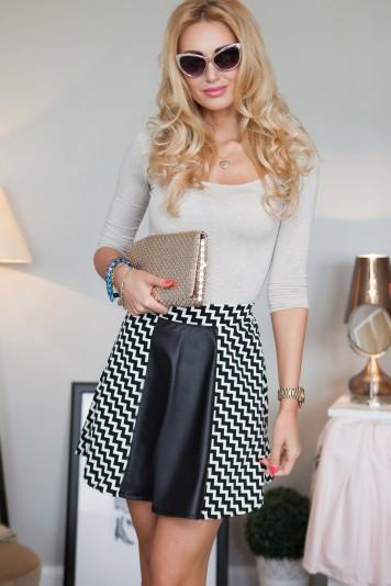 Čierno-smotanová vzorovaná áčková mini sukňa