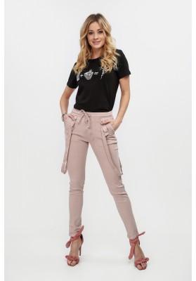 Pudrowe spodnie z ozdobnymi szelkami dopasowane 308