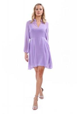 Levanduľové elegantné šaty s plisovaným chrbtom