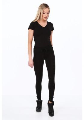Čierne legínové nohavice s bielym pruhom na boku