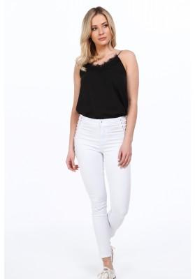 Biele nohavice s ozdobnou väzbou na strane