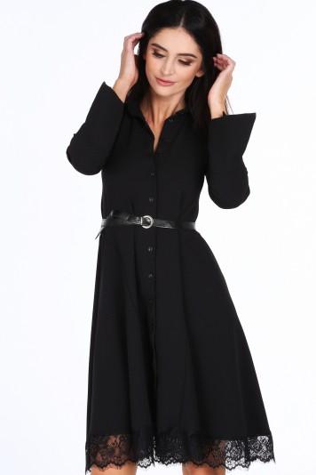 Čierne dámske šaty s jemnou čipkou v spodnej časti