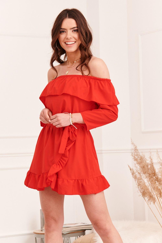 Červené šaty s volánom