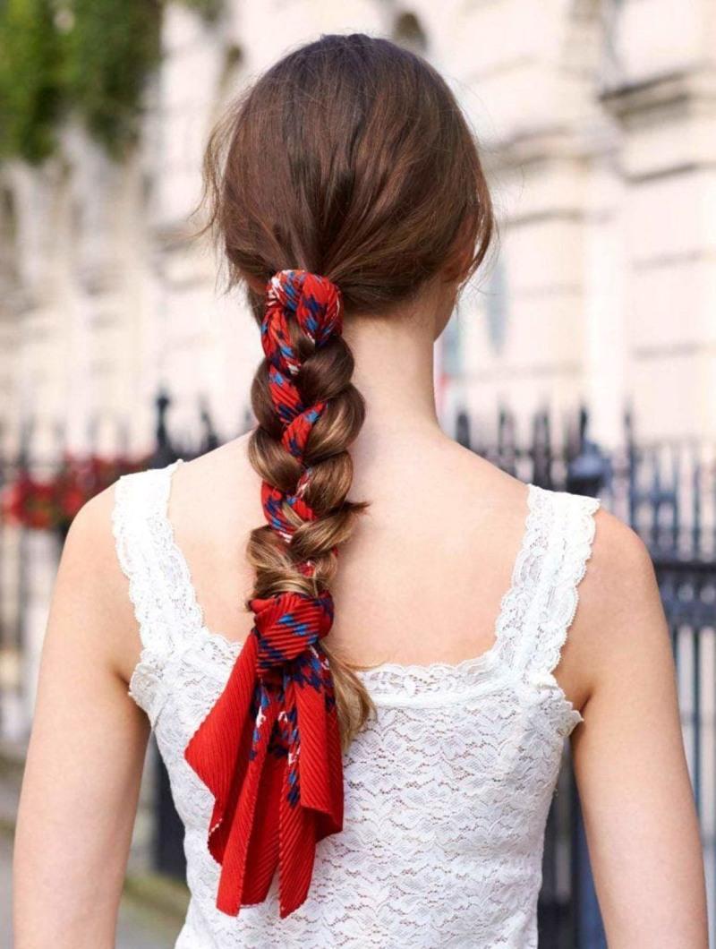 Šatka zapletená vo vlasoch