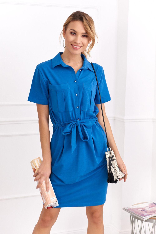 Krásne šaty s krátkymi rukávmi sú vhodné na leto do práce.