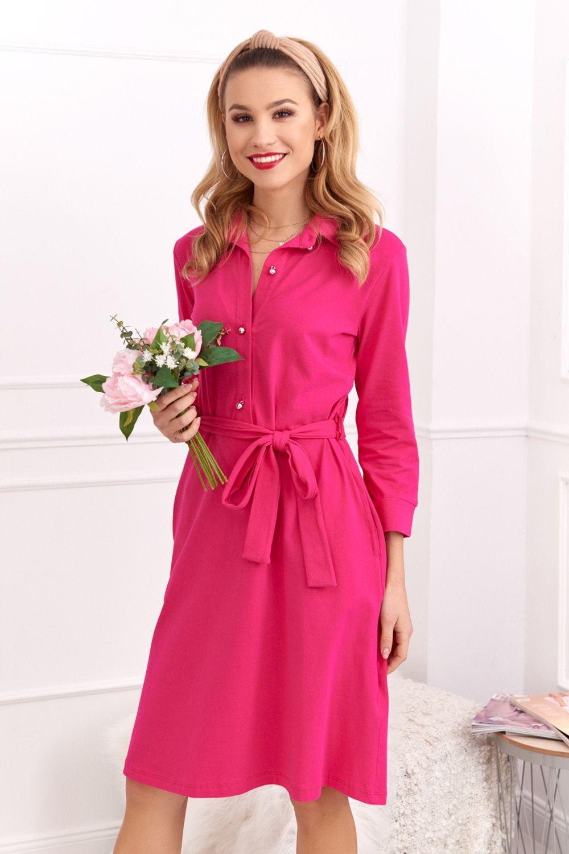 Vyberte si šaty vo výrazných farbách, napríklad v ružovej alebo žltej.