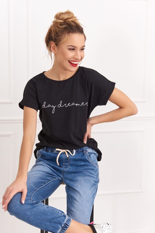 Čierne tričko s nápisom