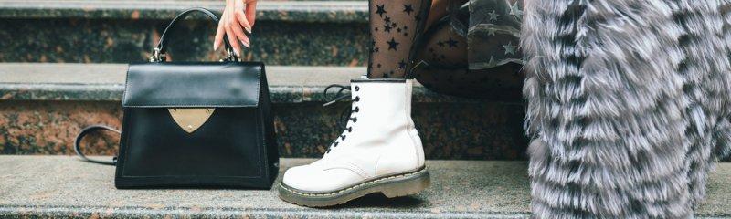 Pracovné topánky majú svoje miesto v dámskom šatníku.