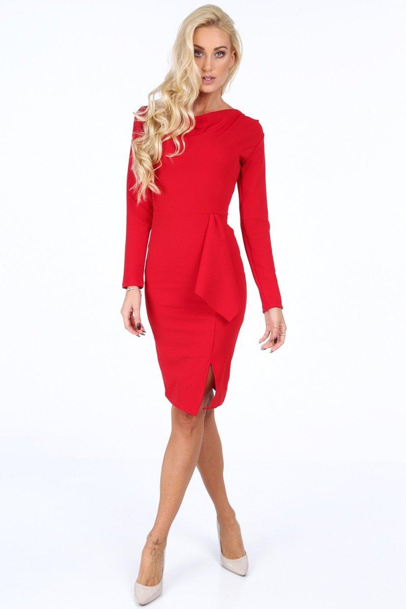 Dlhé rukávy na spoločenských šatách sú sofistikované a ženské.