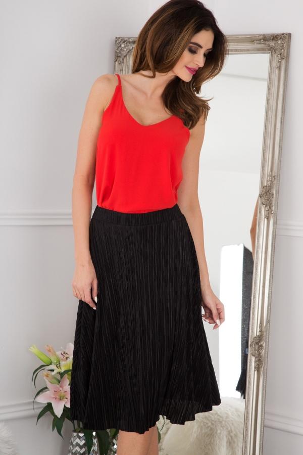 Správne skombinované farby a strihy vyčarujú z retro kúskov moderné outfity.