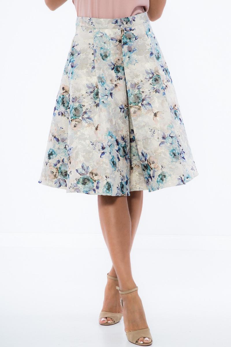 Kombinácia roláka a sukne je elegantná a romantická voľba pre každú ženu.