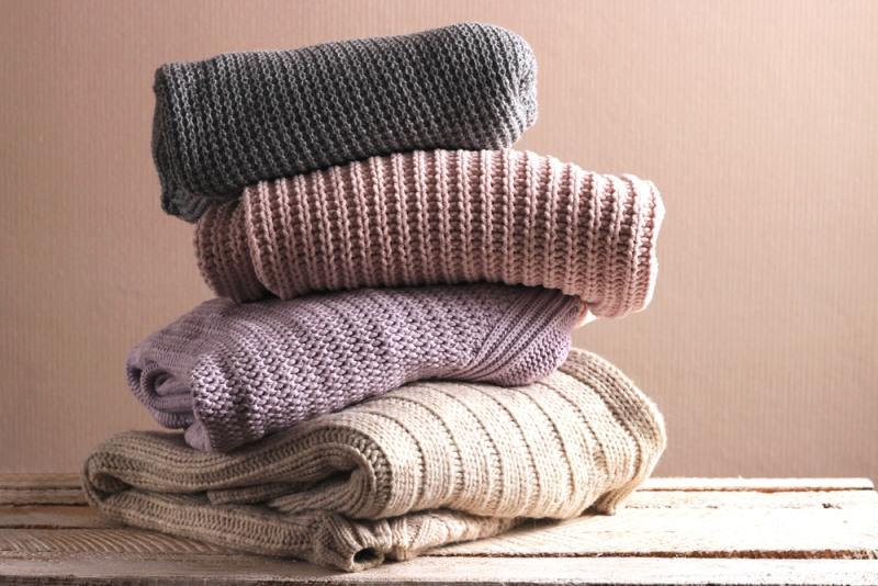 Dámske svetre sú základom jesenného a zimného šatníka.