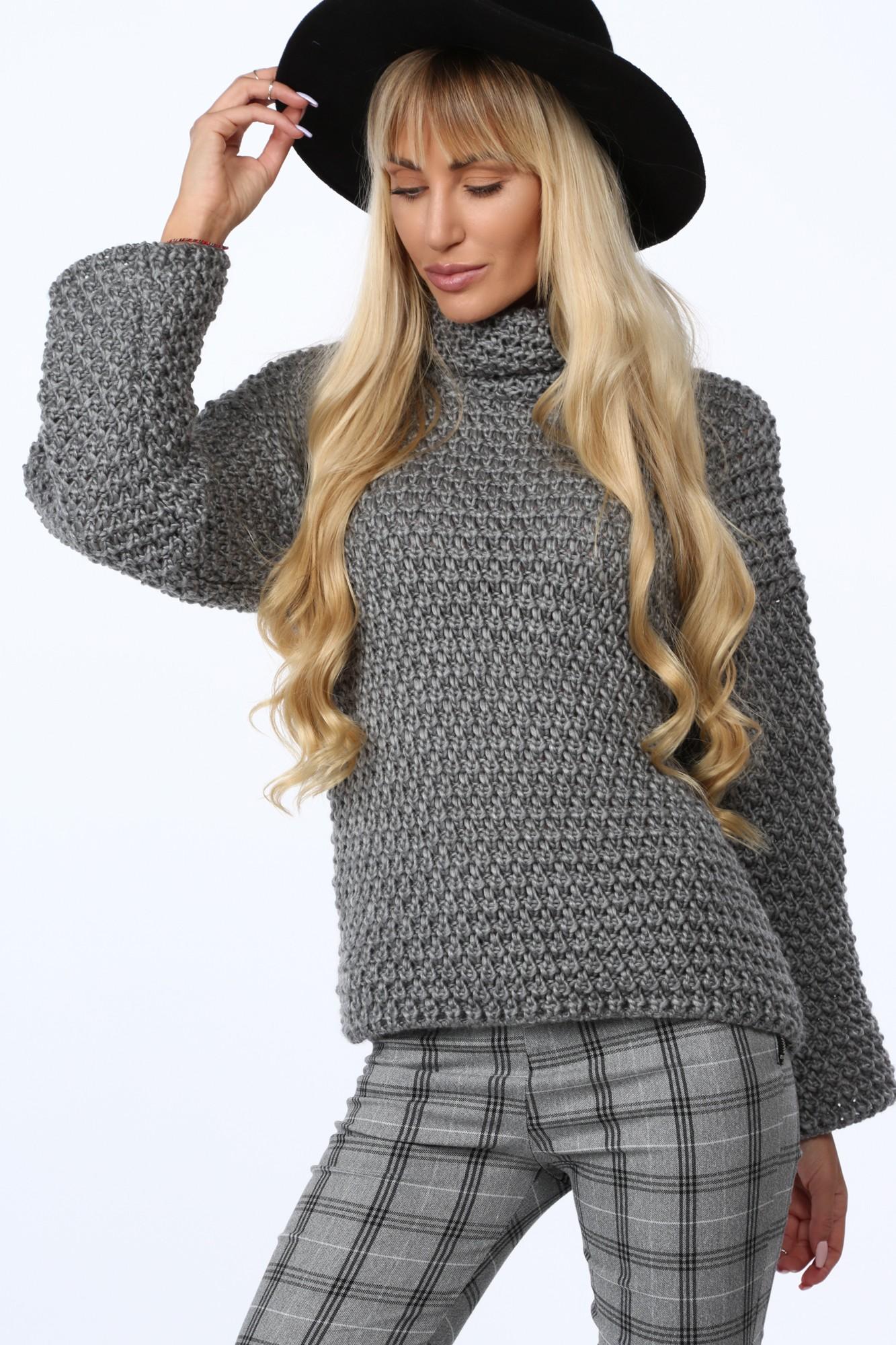 Pod voľný sveter si môžete obliecť ďalšiu vrstvu, ako napríklad tričko alebo tielko.