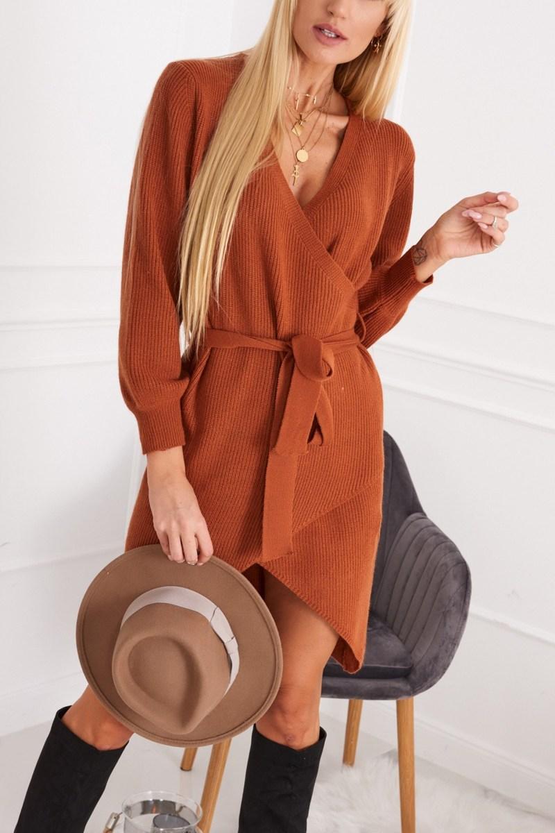 Vyberte šaty z hrejivého materiálu, ktoré môže nosiť aj v zime.