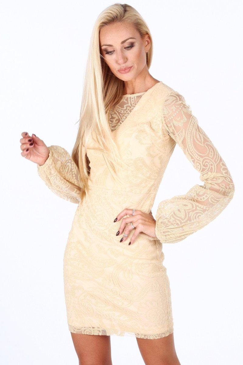 Vyberte šaty s originálou textúrou, napríklad s čipkou.